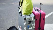 Ladrón escondido en una maleta roba a los pasajeros de un autobús en París