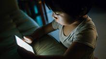 A más tiempo de pantallas, ¿más comida chatarra para los niños?