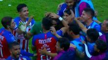 Mexique : Le gardien des Chivas inscrit un but de 80 mètres