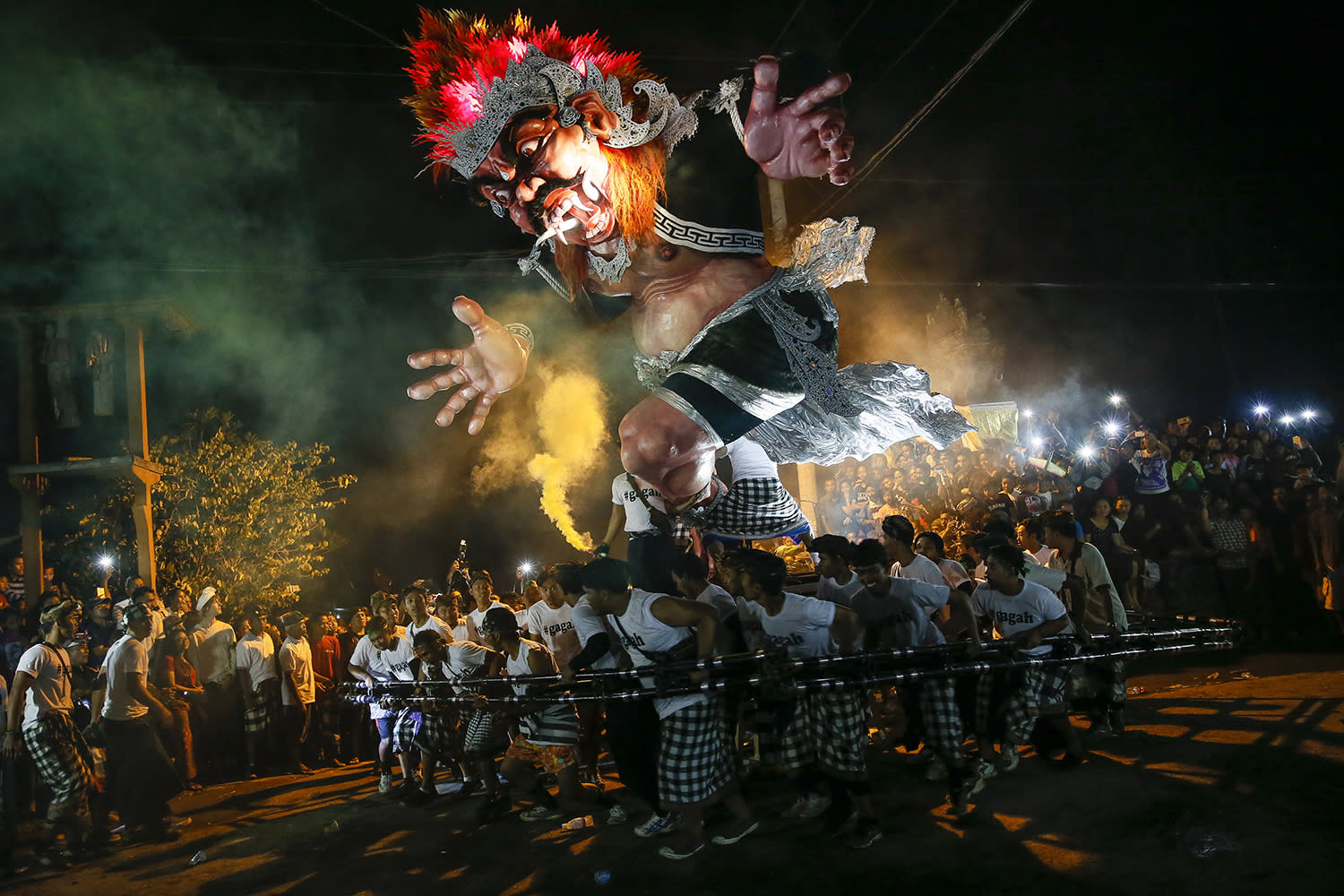<p>Balinese people carry giant effigies in the form of the devil, whose local name is 'Ogoh-ogoh' during a parade before Nyepi Day, the Balinese Day of Silence, that marks the Balinese Hindu New Year in Gianyar, Bali, Indonesia, March 26, 2017.(Photo: Made Nagi/EPA) </p>