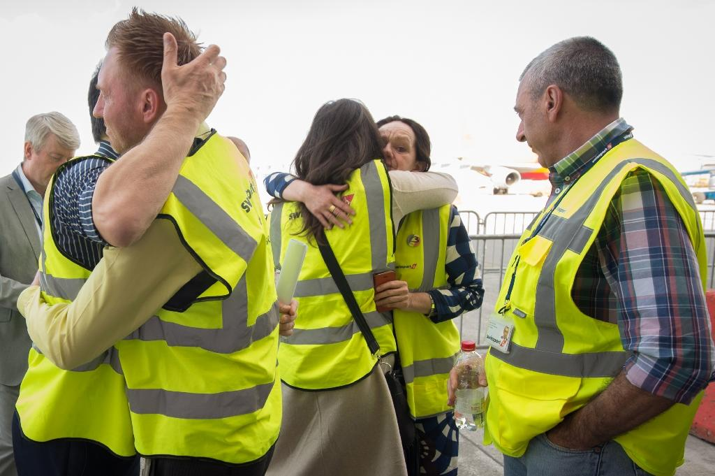 Brussels airport workers celebrate after the first flight took off on April 3, 2016 at Brussels Airport in Zaventem (AFP Photo/Benoit Doppange)