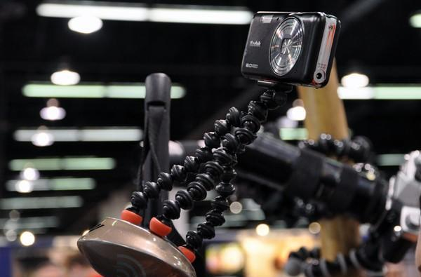 Joby Gorillapod Magnetic flexible tripod hands-on