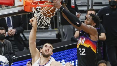 Ayton is aces in Suns' dramatic Game 2 win