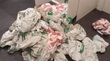 Por qué no deberías guardar bolsas reutilizables debajo del fregadero