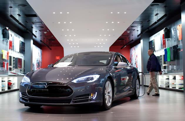 Michigan's new law 'clarifies' ban on Tesla's direct sales model