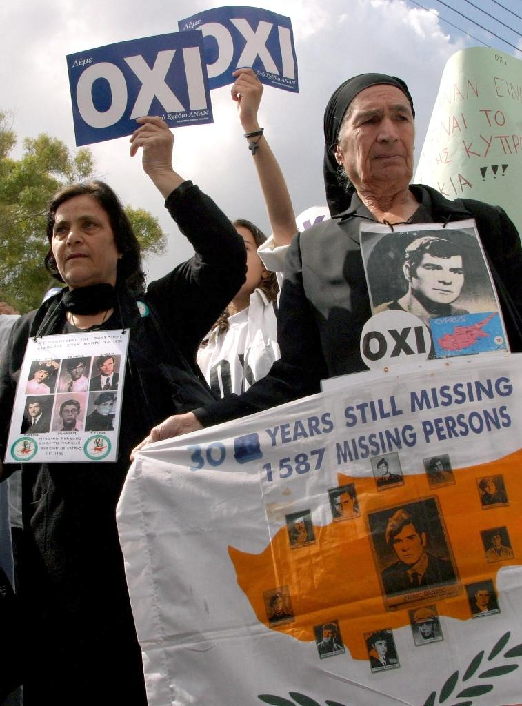 Relatives of people missing since the 1974 Turkish invasion of Cyprus protest against a UN peace plan in Nicosia 22 April, 2004 (AFP Photo/Philip Mark)
