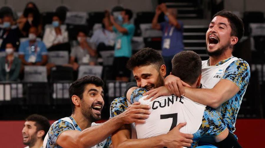Brasil pasa a semifinales en voleibol masculino tras vencer a Japón; Argentina supera a Italia