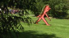 Le plasticien Jean Jullien s'encanaille dans le Jardin des plantes de Nantes