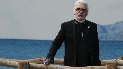Famed fashion designer Karl Lagerfeld dies