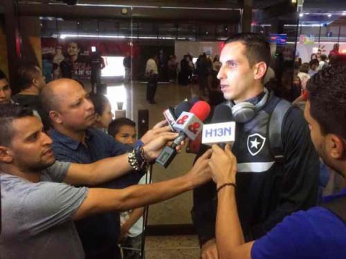 Botafogo chega em Medellín e faz treino na academia do hotel