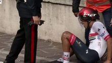Giro - Giro : le virage trop serré, puis la chute de Juan Sebastian Molano
