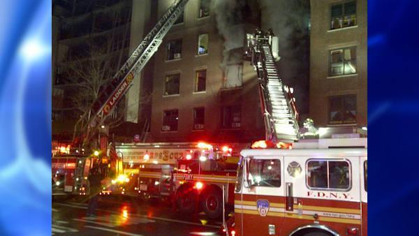 4-alarm fire burns in Washington Heights apartment building