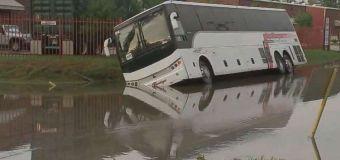 Heavy rain falls from Texas to N.J.; Northeast cools