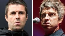 """Liam Gallagher: """"Sono malato e indosso la mascherina. Mio fratello Noel 'no mask'? È un imbecille"""""""