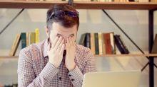 Coçar os olhos é normal? Hábito pode causar danos à visão