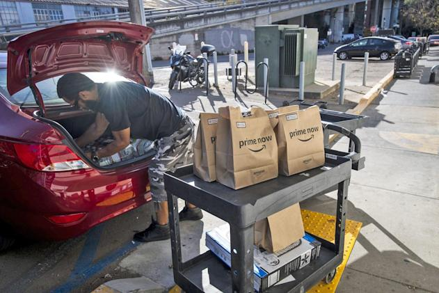 Amazon asks delivery drivers to verify their identities with selfies