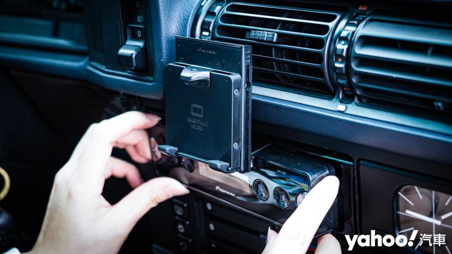 25載老車要如何蝦趴?開箱Pioneer SPH-10BT與Baseus無線充電的數位轉生術! - 5