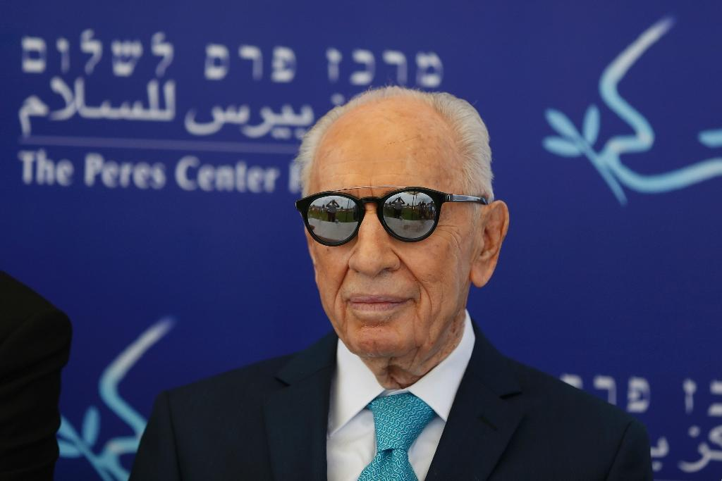 Former Israeli president Shimon Peres suffered a major stroke and internal bleeding earlier this month (AFP Photo/Ahmad Gharabli)