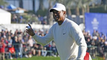 Tiger recovers from bad start in second round