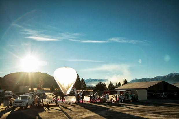 Google's Project Loon proposes internet distributed by high flying balloons (video)