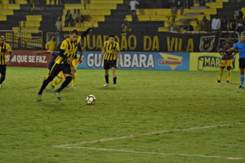 Com gol no último lance, Voltaço vence o Madureira e sonha com a classificação
