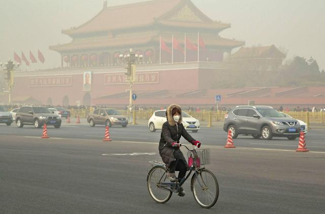 Smog creates havoc in China on New Year's Day