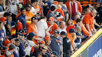 Who blocked clear shot of Altuve's HR-turned-out?