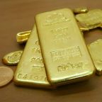 Gold slides to nine-month low as Powell's remarks make yields rally