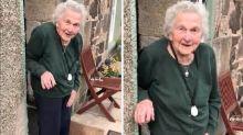Escocesa de 93 anos viraliza com mensagem 'adorável' em meio à pandemia