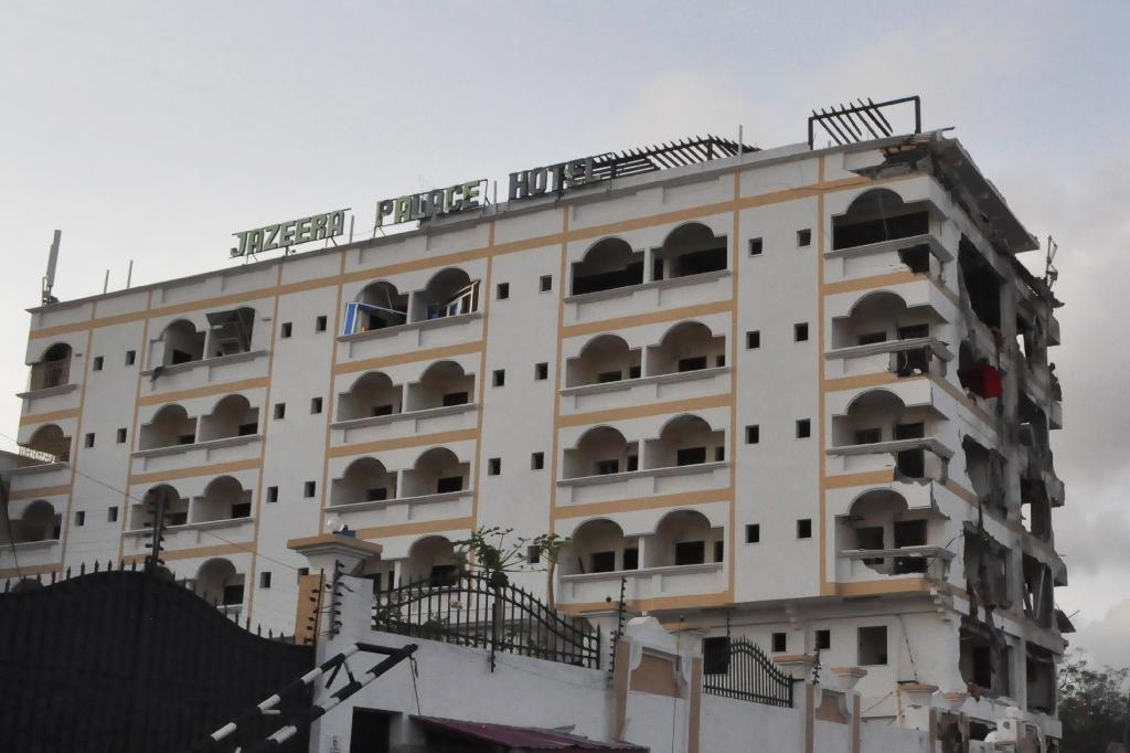 The damaged Jazeera Palace hotel following a suicide attack in Mogadishu on July 26, 2015 (AFP Photo/)