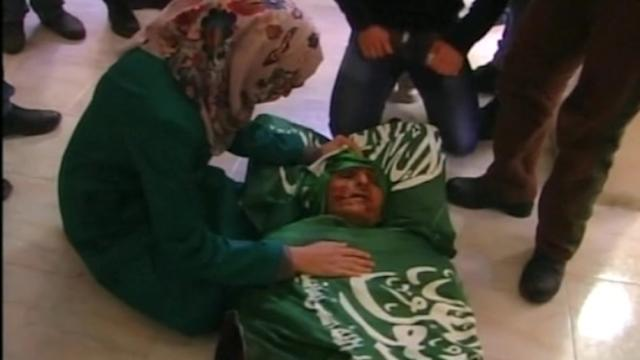 Thousands mourn deaths of three Palestinians