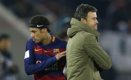 Técnico do Barcelona, Luis Enrique, e Neymar durante partida contra o River Plate