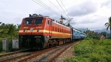 Indian Railways Suffer Rs 14 Crore Loss as AC Passengers Steal 21 Lakh Bed Sheets, Towels and Blankets