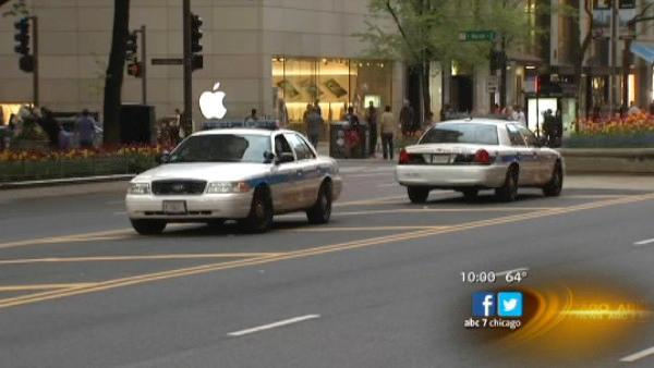 Woman robbed of jewelry, thousands in cash on Michigan Avenue