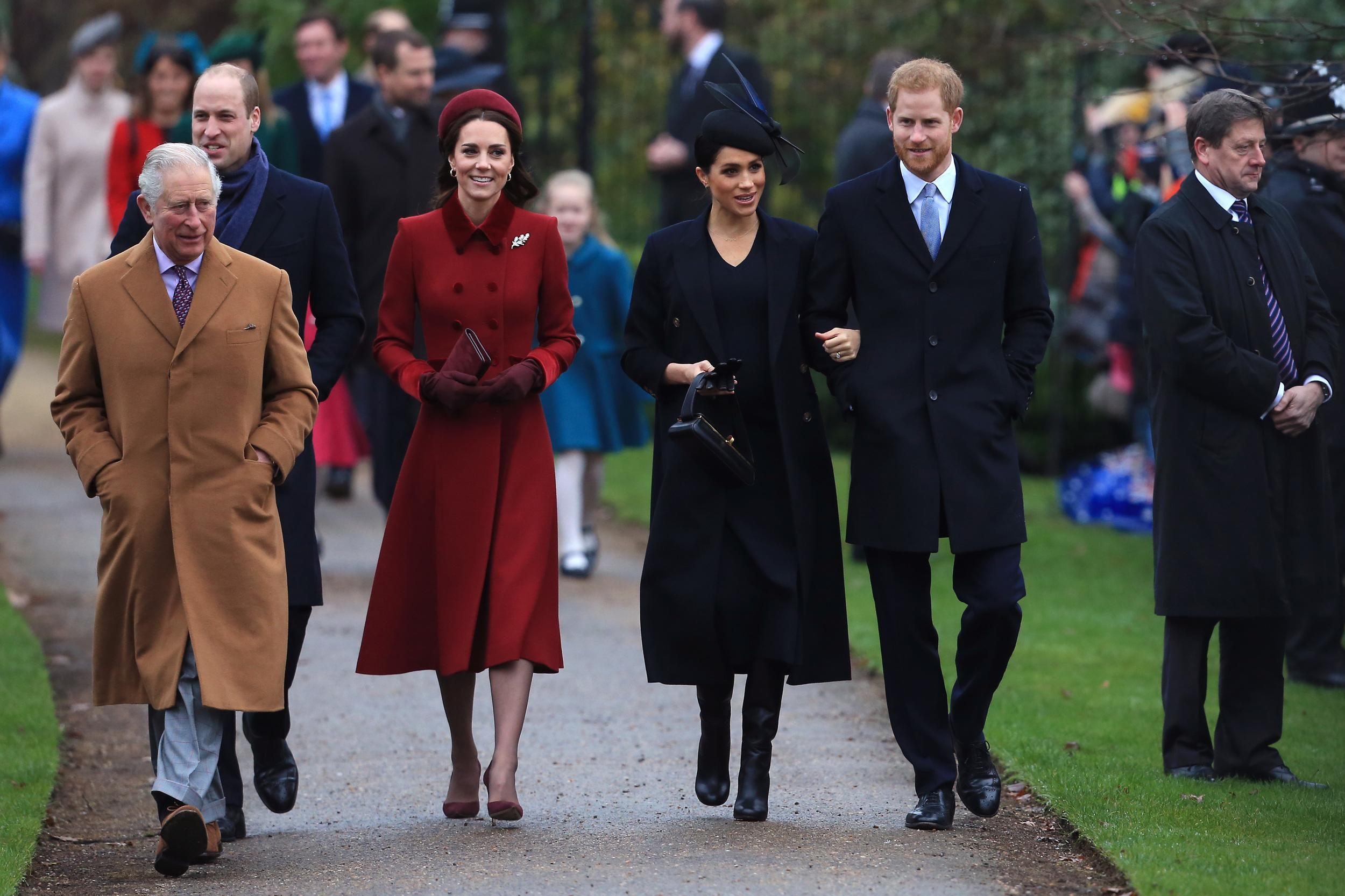 KING'S LYNN, ENGLAND - DECEMBER 25: (L-R) Prince Charles, Prince of Wales, Prince William, Duke of Cambridge, Catherine, Duchess of Cambridge, Meghan, Duchess of Sussex and Prince Harry, Duke of Sussex arrive to attend Christmas Day Church service at Church of St Mary Magdalene on the Sandringham estate on December 25, 2018 in King's Lynn, England. (Photo by Stephen Pond/Getty Images)