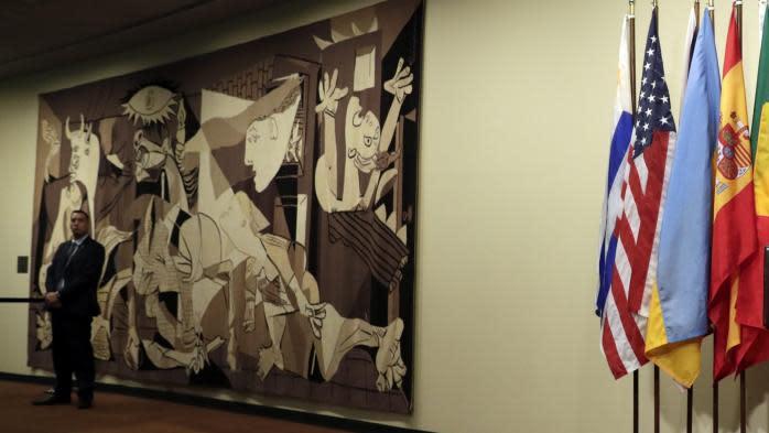 """Reprise par la famille Rockefeller d'une tapisserie représentant """"Guernica"""" : Washington ne demandera pas son retour à l'ONU"""
