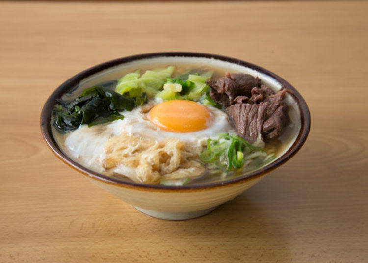 「肉玉うどん(中)」(550日圓・含稅)