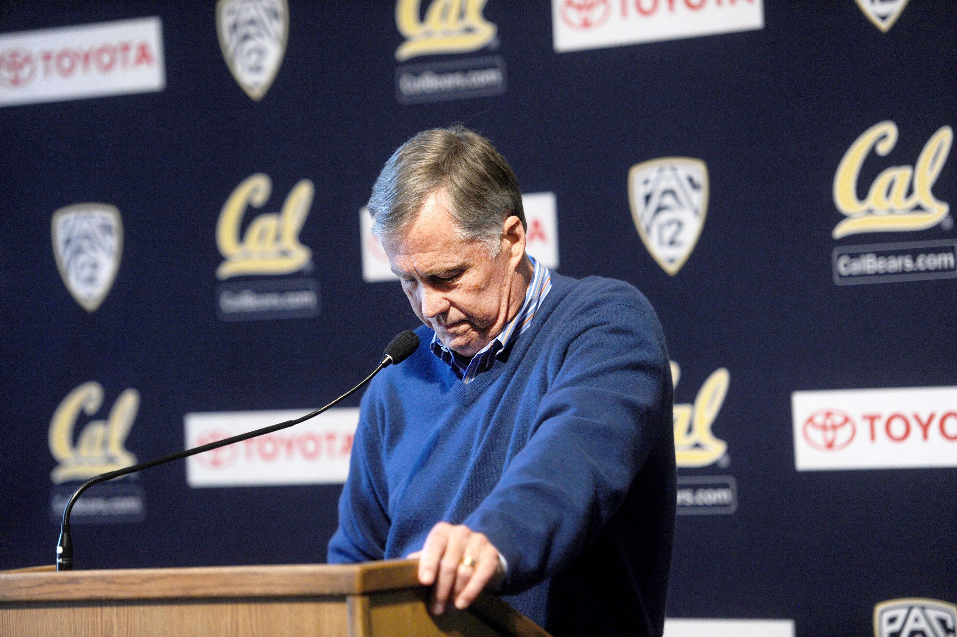 Mike Montgomery, head coach of the California basketball team, pauses while discussing his retirement during a news conference Monday, March 31, 2014, in Berkeley, Calif. Montgomery's departure comes after 32 years as a collegiate head coach at 677 career victories according to Cal's athletics department. (AP Photo/Noah Berger)