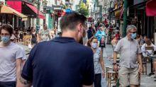 """Paris : """"Les joggeurs doivent porter un masque"""" dans les zones où il est obligatoire mais pas les cyclistes """"tant qu'ils roulent"""", estime la mairie"""