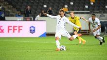 Foot - Bleus - Didier Deschamps sur le penalty manqué d'Antoine Griezmann en Suède : «Ce n'est pas parce qu'il en a manqué trois qu'il ne les tirera plus»