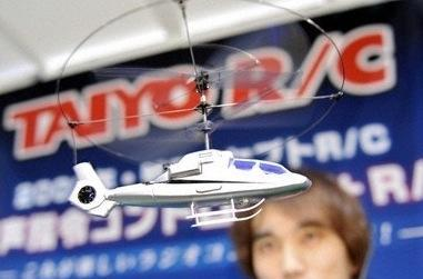 """Video: Taiyo's voice controlled Voice-Heli RC helicopter: """"attack!"""""""