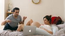 Enorme avec Marina Foïs et Jonathan Cohen : c'est quoi le délit d'entrave à l'IVG ?