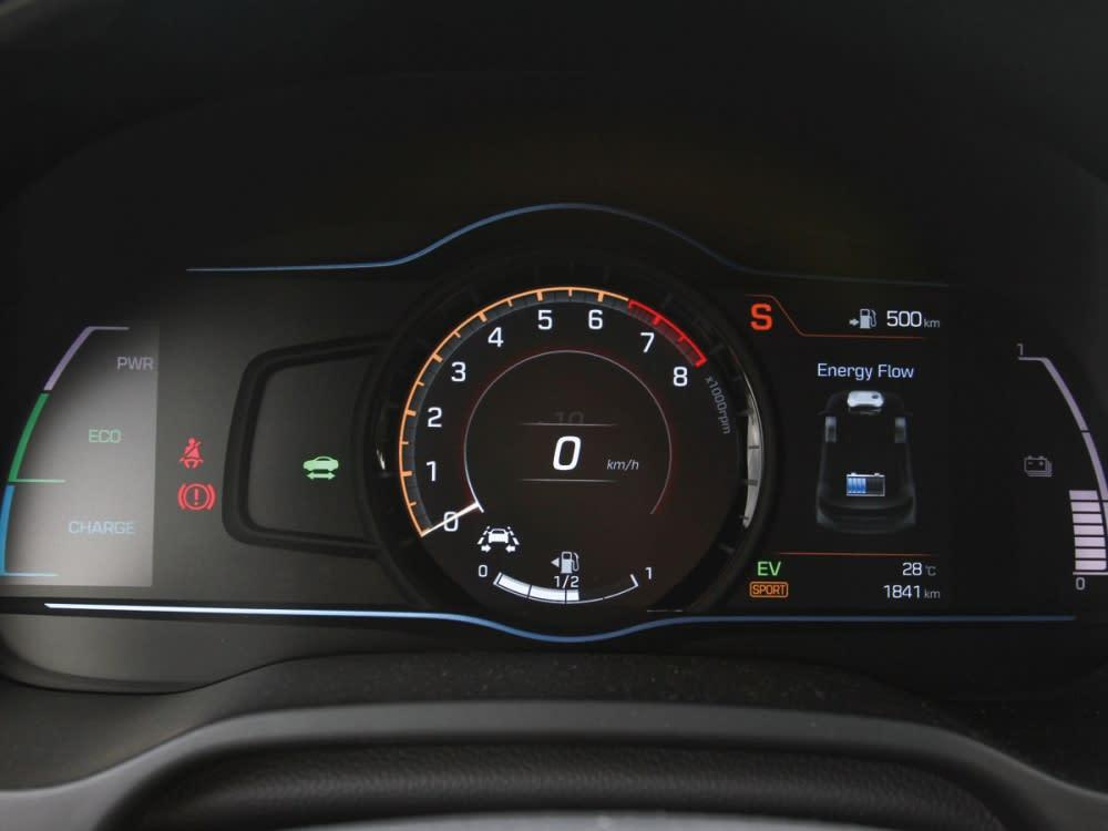 7吋全彩數位儀表板擁有兩種顯示方式,分別為節能和運動化取向。