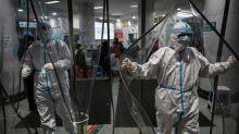China cada vez mais isolada pelo novo coronavírus, que já provocou mais de 250 mortes