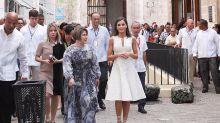 La reina Letizia apuesta por el blanco con un vestido que estrenó en 2016