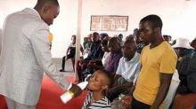 """Pastor serve água sanitária para fiéis alegando ser """"sangue de Jesus"""""""