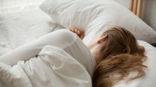 Studie: Darum solltest du niemals auf der rechten Seite schlafen