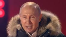 """Réélu facilement, Vladimir Poutine lance à ses partisans à Moscou: """"le succès nous tend les bras"""""""