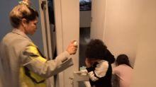 Protegidos? Dani Souza dá 'banho de álcool' nos filhos em retorno ao Brasil