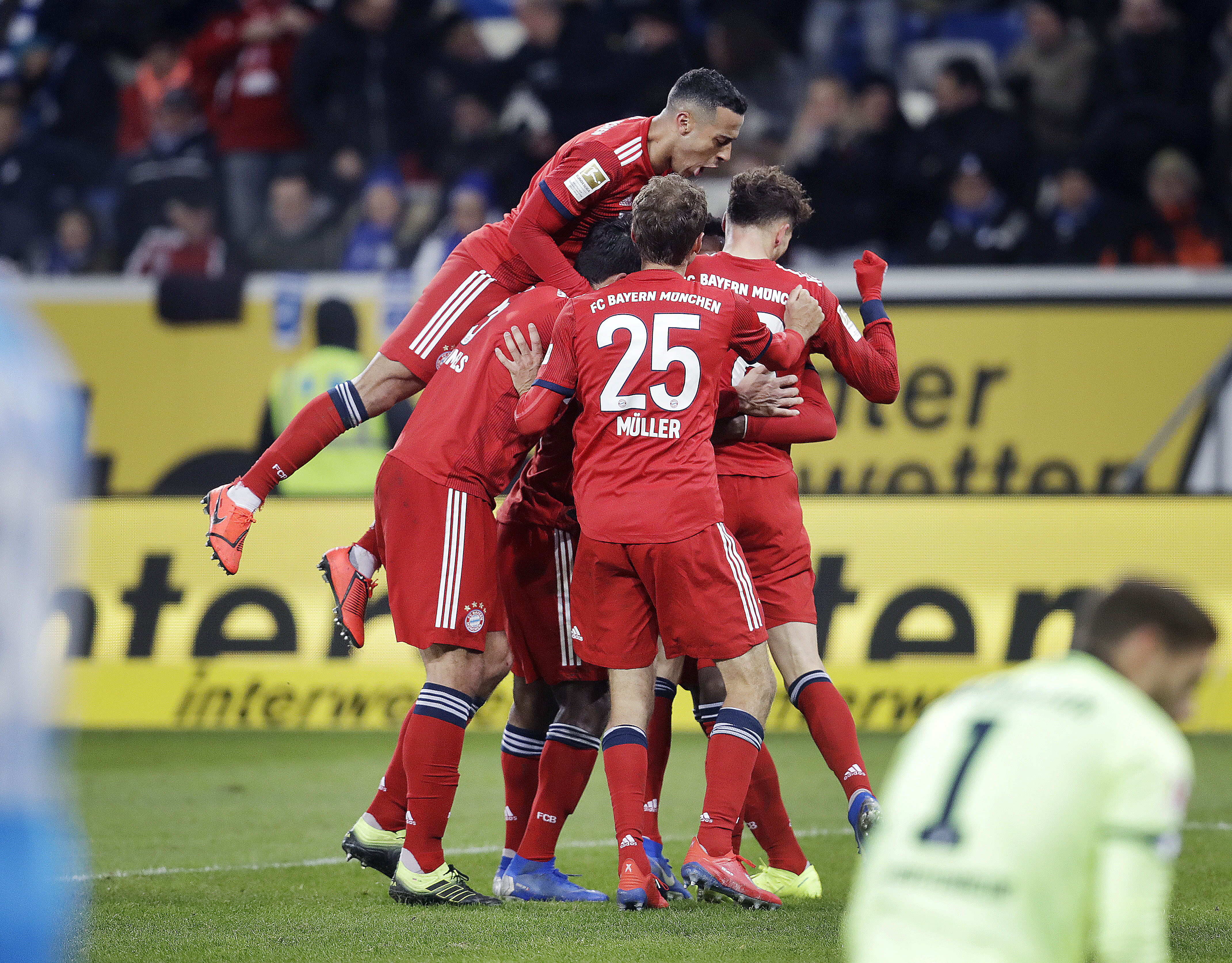 Bayern restarts with win to turn up heat on Dortmund